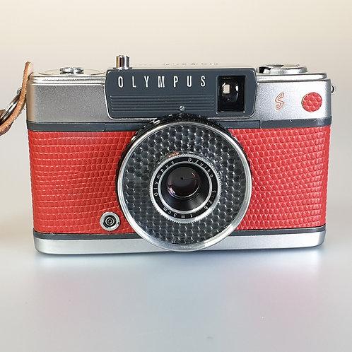 Olympus PEN EE S Half-Frame compact camera.
