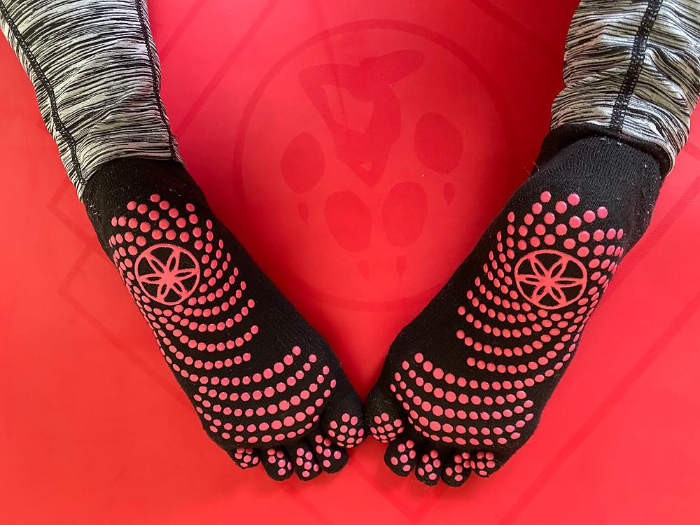 Gaiam yoga socks black and pink