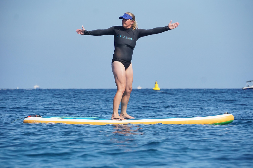 SUP yoga standing twist