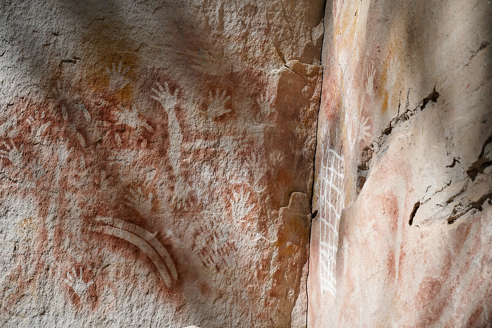 cave art hiking Carnarvon Gorge