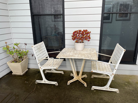 27. STEEL TABLE + CHAIR SET