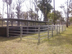4 Joined Stables with Roof and Yards