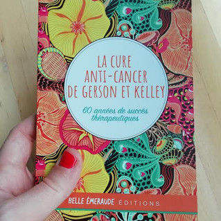 "Couverture livre ""La cure anti-cancer de Gerson et Kelley"" - Editions Belle Emeraude -"