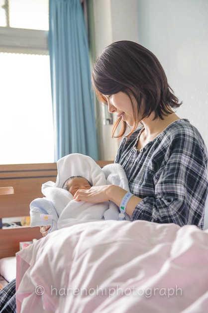 出産撮影、ニューボーンフォトのハレノヒ写真。院内撮影10