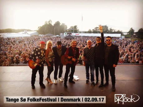 Dr Hook  TangeSøFolkeFestival   Audience Selfie   Denmark   02.09.17