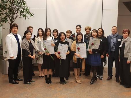 Erfolgreiche Abschlussprüfung der Koreanischen Floristen im Rosenschloss 2018