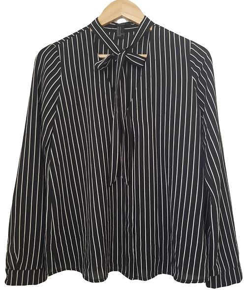 חולצת שיפון מכופתרת עם עניבה S | FOREVER 21