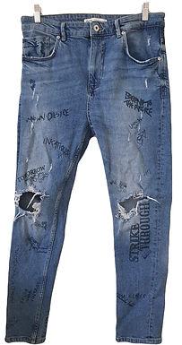 ג'ינס קרעים וגרפיטי בגזרה גבוהה L I ZARA