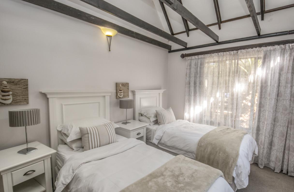 Guest Cottage  (6).JPG
