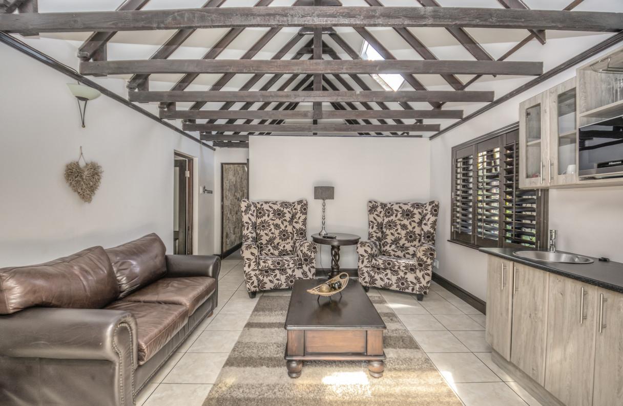 Guest Cottage  (4).JPG