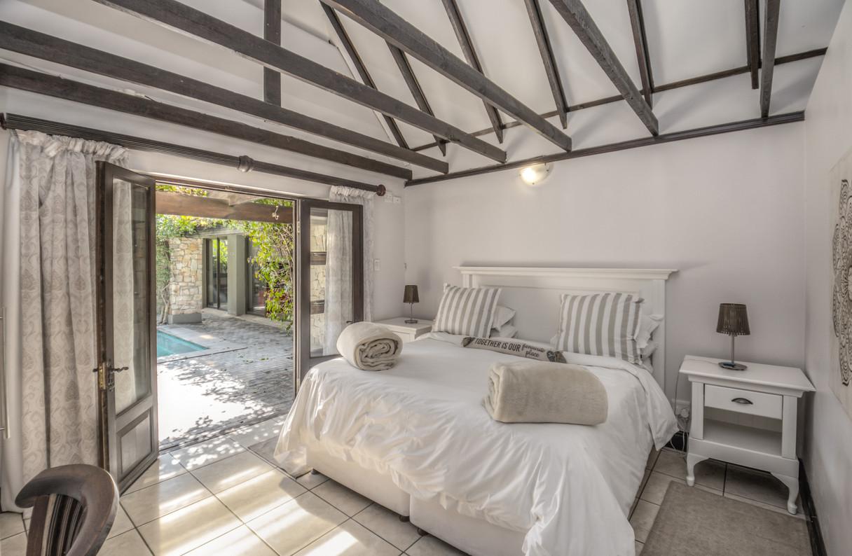 Guest Cottage  (1).JPG