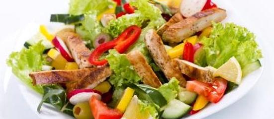 Fitness Teller mit Pouletstreifen im Restaurant ROMA Naters