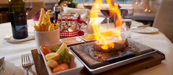 Fleisch auf heissem Stein serviert im Restaurant ROMA in Naters im schönen Wallis