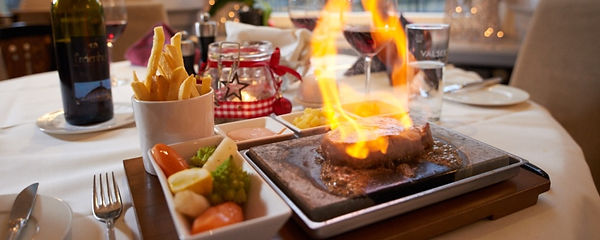 Fleisch auf heissem Stein a la Restaurant ROMA im Herzen von Naters im Wallis.