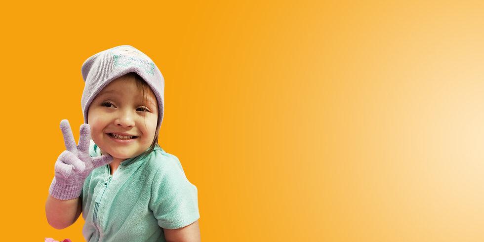 Niña Fondo Naranja.jpg