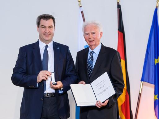 Herbert Tschepa erhielt das Ehrenzeichen  für Verdienste im Ehrenamt