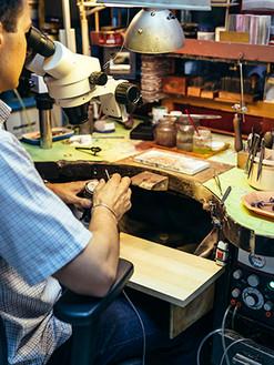 professional-jeweler-working-M9YEL5C.jpg