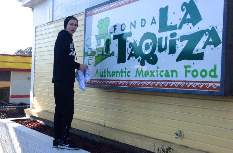 La-taquiza-lightbox-repair-hello-signs.j