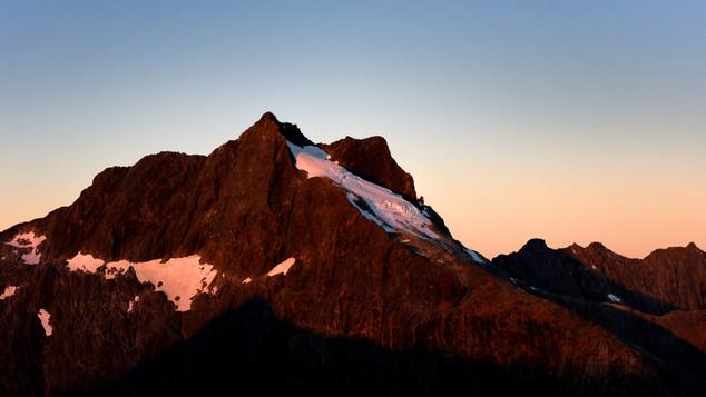 Ice_fall_below_Llawrenny_Peaks_towards_T