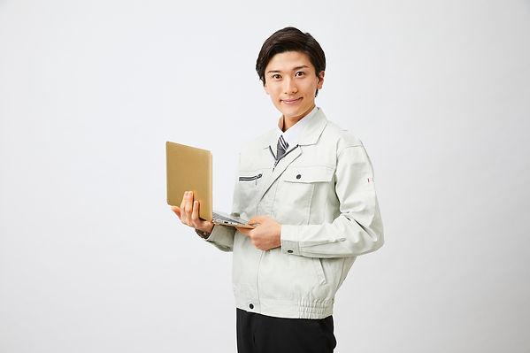 リフォーム会社 男性 PC.jpg