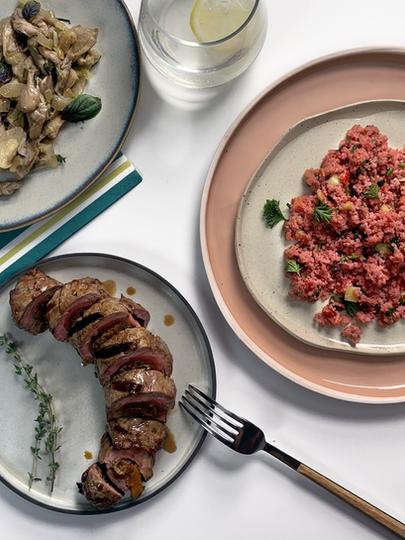 Kurutulmuş Meyveli Dana Sarma, Pancarlı Ilık Bulgur Salatası ve Mantar Sote
