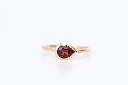 Anillo Moderno con piedra Roja