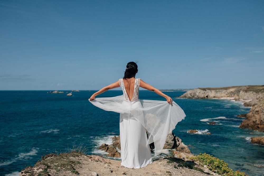 Mariée sur une falaise