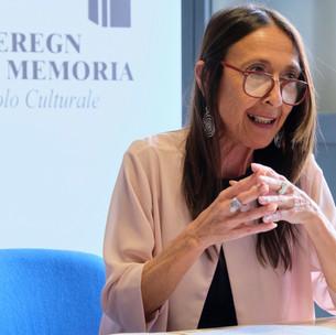 Carla Mussi, La poesia non ci appartiene
