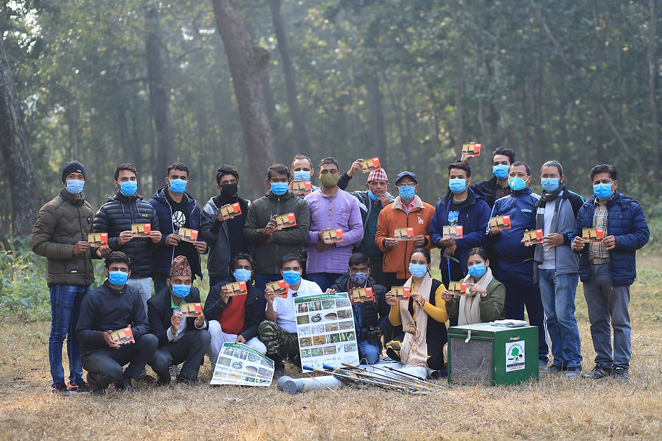 1 group photo with rescuer after trainin