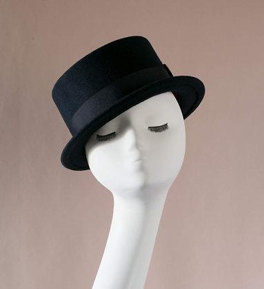 Hand-blocked hat in navy blue wool felt