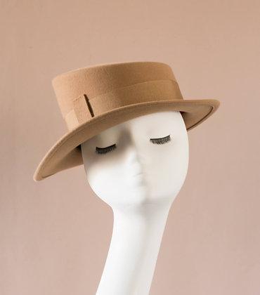 Cappello Asimmetrico in Feltro di Lapin Cammello