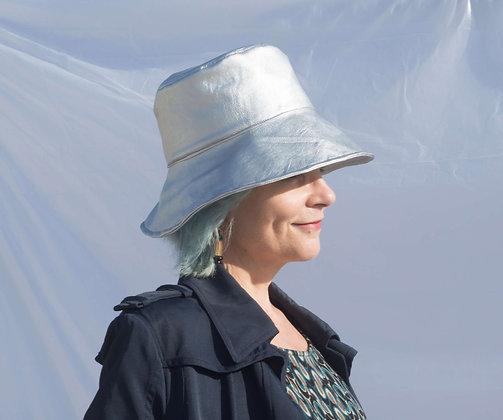 Bucket Hat in Eco Pelle Argento Metallico