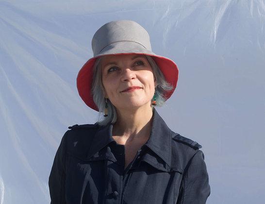 Bucket Hat in Eco Pelle Grigio e Rosso