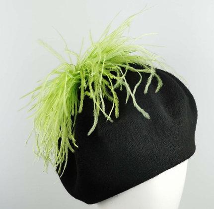Basco Nero con Piume di Struzzo Verde Lime