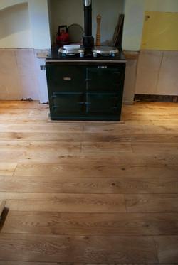 Solid oak floor with oak trim