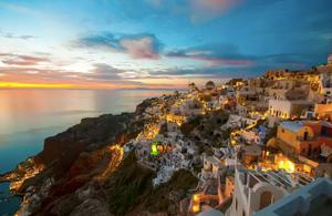 The sunset in Oía on the island of Santorini, Greece