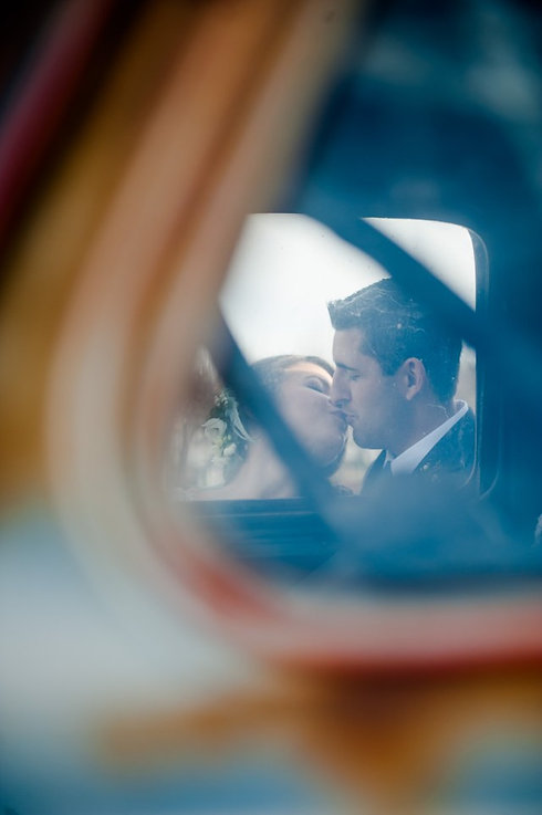 Voulez kiss through mirror.jpg