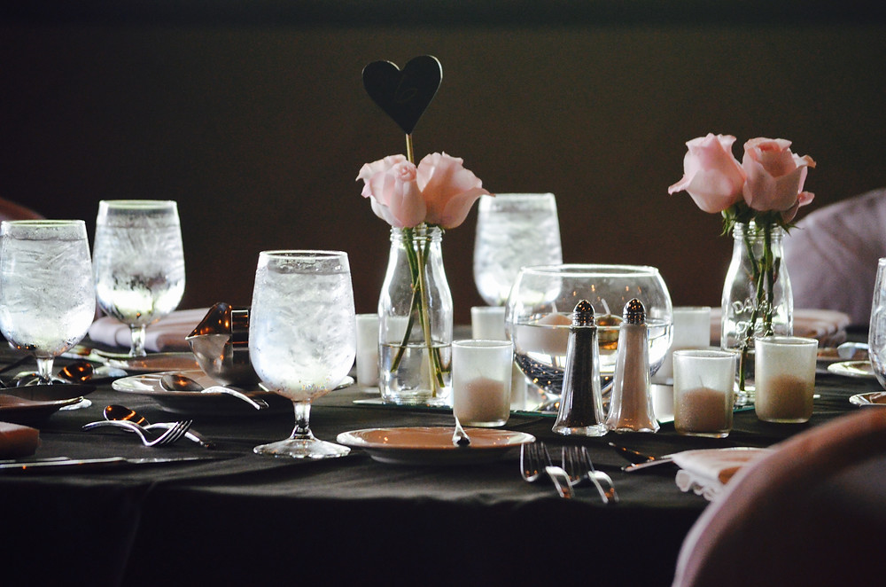 A micro wedding table with simple centerpieces and décor