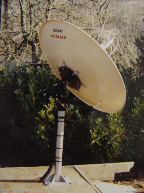 Antenne parabolique 120 Geosat avec moteur horizon-horizon, reproduction et copie interdites