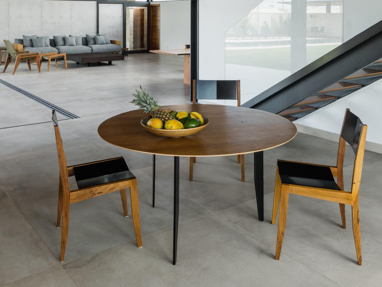 mesa aranha e cadeiras gaivota