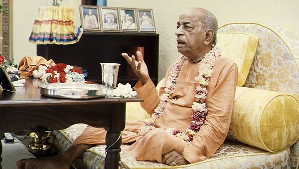 Srila-Prabhupada-preaches-to-a-guest-in-his-room-620x350.jpg