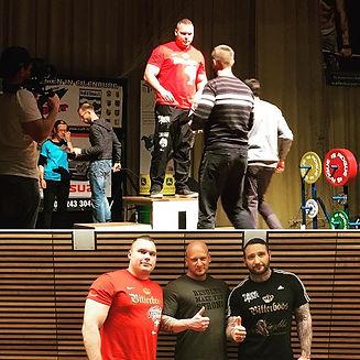 💥Deutscher-Meister 💥💥 @iron_chris_kallu hat es wieder mal geschafft Deutscher Meister im Kniebeugen👈👍top Leistung ...wir bedanken uns ganz sehr bei Daniel Mildner für die Unterstützung 👈👍und natürlich bei allen Sponsoren
