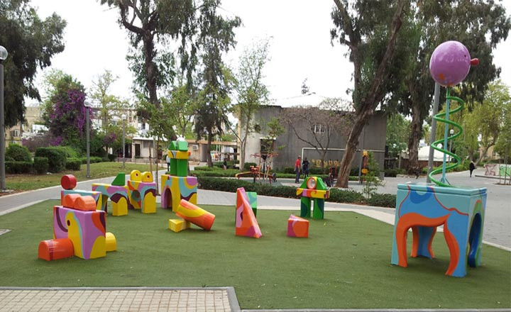 Sculpted-playground-facilities / Cubes garden, Holon
