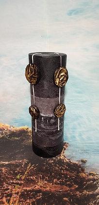 Svíce Stone Black 10x30 s ozdobou