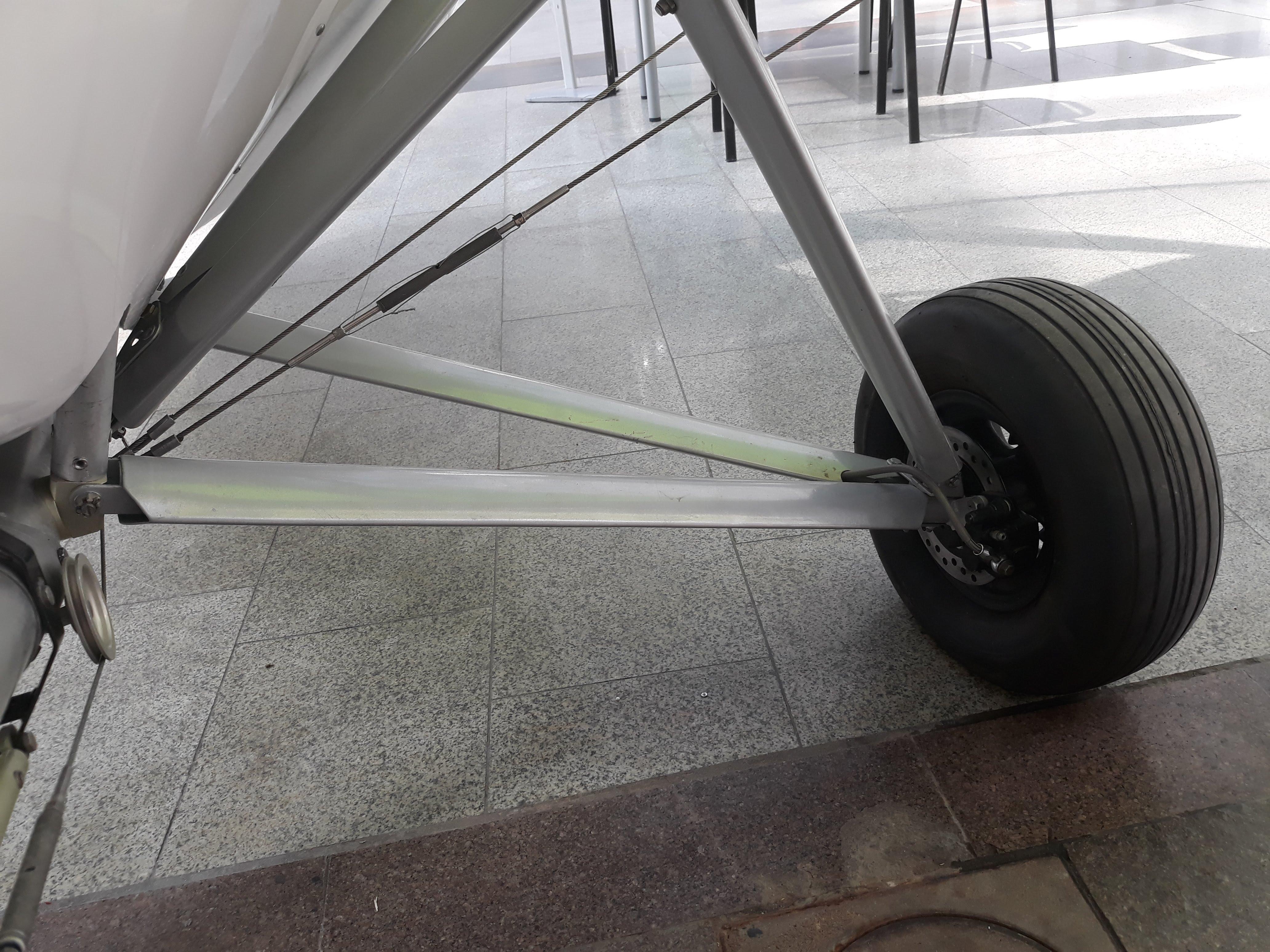 Самолёт Птенец-3 шасси