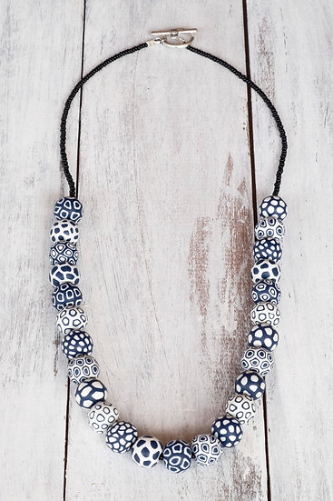 "Samunnat small bead ""Bindu Bullseye"" style necklace - navy/white"
