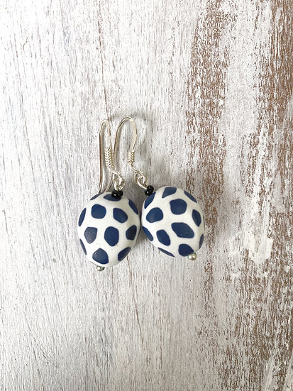 "Samunnat small triangle (flat) earrings ""Bullseye Design"""