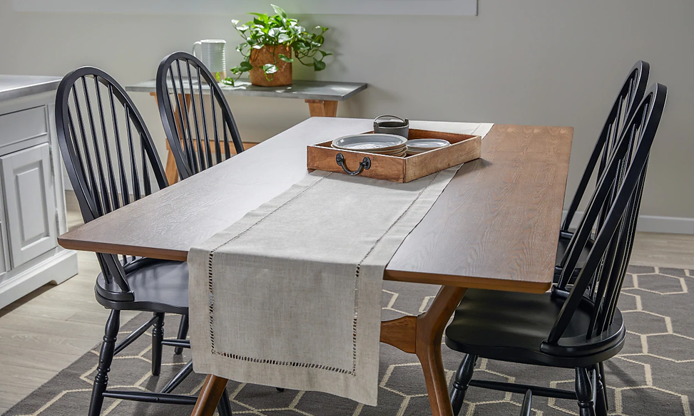 05142019-how-to-use-table-runners.jpg