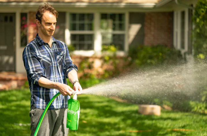 Sunday, a new startup focused on organic fertilizer and chemical-free lawncare, wants to bring the millennial-friendly, direct-to-consumer model to bear on the nation's $48 billion lawn care industry. Courtesy Sunday