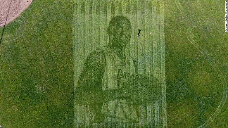 Kelli Pearson and her husband, Pete Davis, created a giant image of Kobe Bryant.